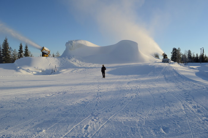 Trysil has stored 25,000 cubic meters of snow given that March. (Photo: Ole Tangnes)