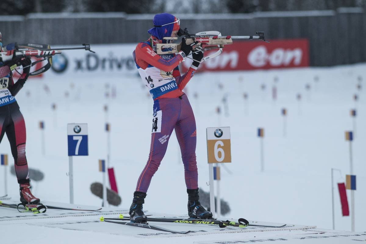 Clare Egan (US Biathlon) during her standing stage of the women's 4 x 6 k relay at the 2015 IBU World Cup in Presque Isle, Maine. Her team went on to place 10th for a season best. (Photo: USBA/NordicFocus)