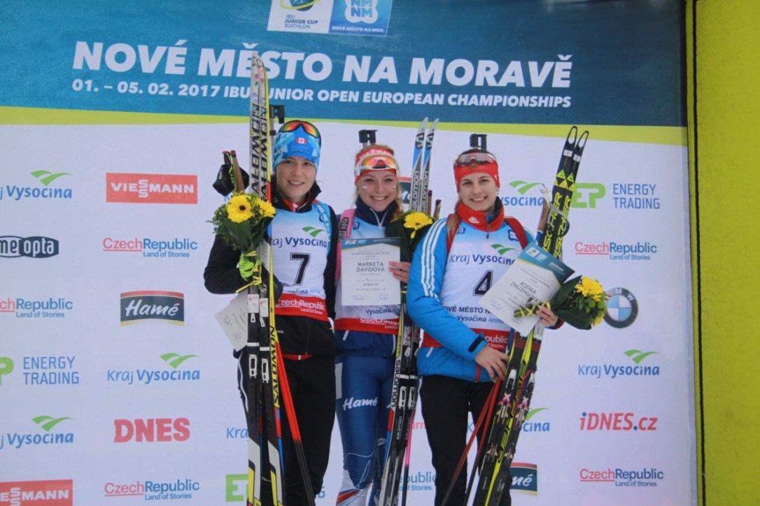 Megan Bankes of Canada (left) on the podium after the IBU Junior Cup pursuit in Nove Mesto, Czech Republic. (Photo: IBU/Twitter)
