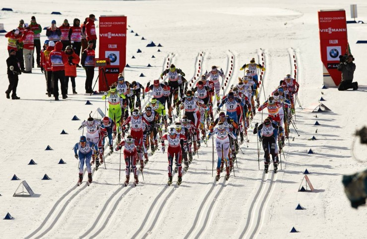 The start of the women's 15 k skiathlon on Saturday at World Cup Finals in Falun, Sweden. (Photo: Fischer/Nordic Focus)
