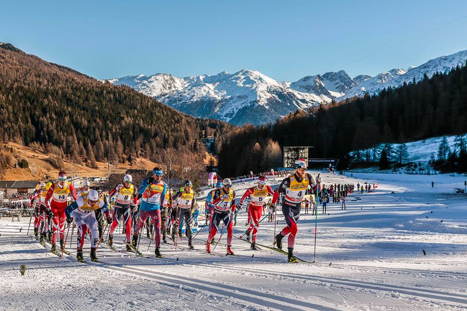 Norway's Martin Johnsrud Sundby (r) leading early in the men's 10 k classic mass start on at Stage 2 of the Tour de Ski on Sunday, with Alex Harvey (second from r), Norway's Finn Hågen Krogh (3) and Russia's Sergey Ustiugov (second from front left, in light blue) among those matching his pace. (Photo: Fischer/NordicFocus)